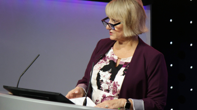 Terri PepperGavulic speaking at the 2019 Law Firm Marketing Summit in London