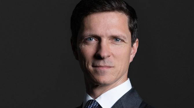 Portrait photograph of Peter Broadhurst